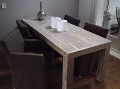 Strak afgewerkte tafel van oud steigerhout