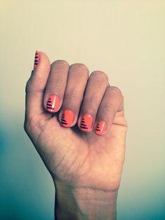 #manicura #salmon #rayas #manicure #purplesrtipes http://amisqueridasmujeres.blogspot.com.es/ https://www.facebook.com/redlipsmakeup?ref=hl http://redlipsmakeupstudio.com/