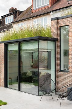 London Courtyard House Fully Refurbished by Fraher and Findlay London Courtyard House is situated within a prominent conservation area in South West London close to the River Thames. By Fraher and Findlay