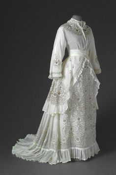 1870s extant summer dress- looks kind of like the polonaise style we've all been making from Truly Victorian but no poofing up in the back, and it looks like a waistband with bodice tucked in.Pretty pleated trim along front of the split and the hem of the skirt.