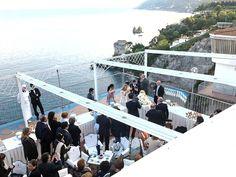 Che ne dite di organizzare un #matrimonio con vista sul Paradiso? #wedding #emozioni #silovoglio #amore www.lloydsbaiahotel.it