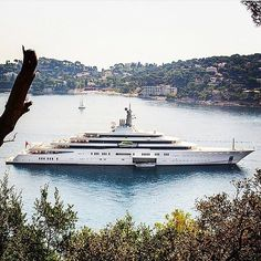 This is the second biggest yacht in the world.