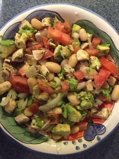 Metabolismo Acelerado Fase 3, Ensalada de Alubias y Aguacate. Alubias cocidas, tomate, cebolla, aguacate, champiñones frescos, perejil, jugo de limón, vinagre balsámico, pimienta y aceite de oliva.