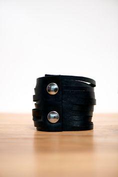 gift idea / black Leather fringe bracelet / leather fringe cuff / leather bangle / fringe bracelet / chic leather cuff / large fringe cuff de la boutique VEINAGE sur Etsy