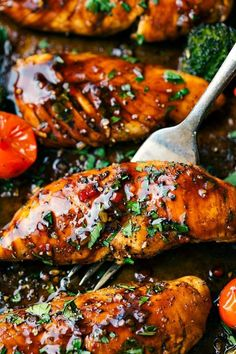 DELICIOUS Balsamic chicken and veggies made in one pan. Ten minute prep and twenty minute cooking time -- this meal is efficient, healthy, and simple to make! (Balsamic Chicken One Pan) Lunch Recipes, Dinner Recipes, Cooking Recipes, Healthy Recipes, Cooking Time, Ramen Recipes, Dinner Ideas, Shrimp Recipes, Delicious Recipes