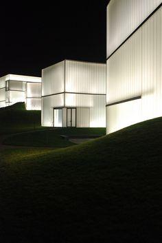 Nelson Atkins Museum, Steven Holl, Kansas City, Kansas. photo by marcteer via flickr
