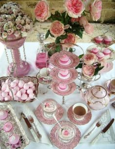 Life in the Fog: Afternoon Tea Table Settings Afternoon Tea Table Setting, Afternoon Tea Parties, Vintage High Tea, Vintage Table, Vintage Party, Vintage Pink, Tea Table Settings, Rose Fuchsia, Pink Roses