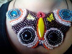 Cuello babero mariposa