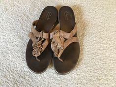 Womens Clarks Leather Thong Sandals Dusk Azore Beige Size 8.5 M