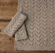 Lækker luksusstrik til vinterkulden - susanne-gustafsson.dk Baby Knitting Patterns, Knitting Stitches, Hand Knitting, Crochet Patterns, Knit Mittens, Knitted Blankets, Knitted Hats, Knitted Scarves, Baby Shawl