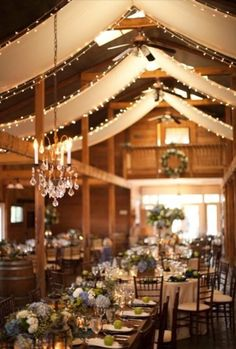 rustic barn wedding decor ideas with chandeliers