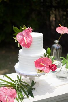 8 Things You Should Do In Hawaii Wedding Cakes - 8 Things You Should Do In Hawaii Wedding Cakes - hawaii wedding cakes Hawaii Wedding Cake, Black Wedding Cakes, Wedding Cake Designs, Wedding Themes, Wedding Decorations, Wedding Ideas, Maui Weddings, Island Weddings, Perfect Wedding