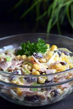 Sałatka z szynką, serem, porem i kukurydzą – Smaki na talerzu Appetizer Salads, Appetizer Recipes, Salad Recipes, Good Food, Yummy Food, Cooking Recipes, Healthy Recipes, Vegetable Salad, Appetisers
