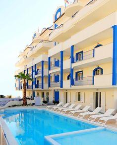 Abruzzo Resort - Residenz mit Pool, Urlaub am Meer, Unterkunft in Apartments. Italien, Abruzzen, Sommer am Meer, Ferien in Italien. Bungalows, Hotels, Apartments, Mansions, House Styles, Vacation Resorts, Summer, Manor Houses, Villas