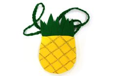 You'll be pining for this cute DIY Pineapple Purse! 'Be a pineapple, stand tall, wear a crown and stay sweet on the inside.'