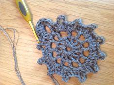 Image Crochet Motifs, Form Crochet, Crochet Patterns, Rowan, Crochet Flowers, Scarfs, Shawl, Crochet Earrings, Free