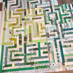 40 vind-ik-leuks, 8 reacties - lotje meijknecht • (@lotjemeijknecht) op Instagram: 'And more work on the maze quilt. Adding shades.. #modernquilt #pantone2017 #sewingsunday' Quilt Labels, Maze, City Photo, Shades, Quilts, Sewing, Instagram, Dressmaking, Couture
