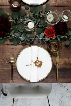 An Easy California Style Holiday Tablescape Decor Wedding, Wedding Decorations, Christmas Decorations, Holiday Tablescape, Tablescapes, Bar Set Up, Entertainment Center Decor, Mason Jar Candles, California Style