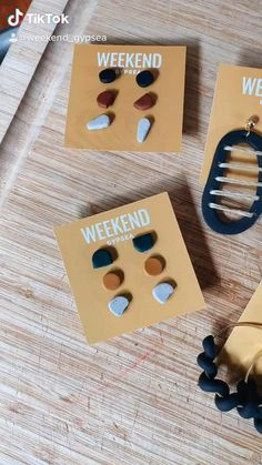 Fimo Clay, Polymer Clay Charms, Clay Beads, Polymer Clay Jewelry, Diy Earrings Easy, Diy Clay Earrings, Handmade Wire Jewelry, Clay Creations, Clay Crafts