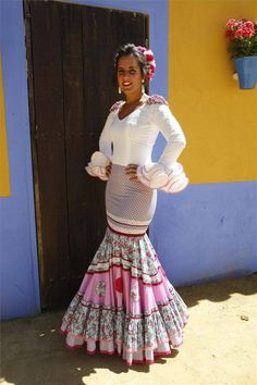 Galería de fotos FOTOGALERÍA / TRAJES EN EL ARENAL - Foto 2 - Diario Córdoba Spanish Dress, Spanish Style, Flamenco Costume, Flamenco Dresses, Dance Costumes, Cool Outfits, Fashion Outfits, Womens Fashion, Cowgirl Style Outfits