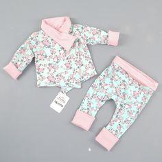 Der absolute Mädchentraum in Mint und RosaWie findet Ihr diese Kombi, bestehend aus einer Wendejacke und Mitwachshose?  . Diese zarten Teile findet Ihr wie immer im Shop (Link in Bio) . Einen erholsamen und wunderschönen Abend noch . #lapotta #handmade #kindermode#babymode #strampler #romper #einteiler#overall #babyblog #kidsfashion#babyfashion #mädchen #junge #wendejacke #babyjacke #decke #patchwork#patchworkdecke #hamburg #norderstedt#baby2016 #baby2017 #mitwachshose#beaniemütze #beanie…