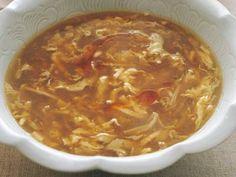 中川 優さんの木綿豆腐を使った「サンラータン」のレシピページです。酢のツンとする刺激は抑え、すっきりとした酸味と香りだけを生かすコツを紹介します。 材料: 木綿豆腐、豚バラ肉、春雨、干し貝柱、えのきだけ、ゆでたけのこ、スープ、水溶きかたくり粉、溶き卵、ラーユ、しょうゆ、酒、塩、黒こしょう、酢