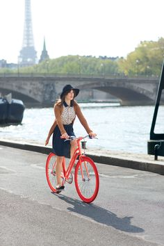 Exclusive! Check out Maison Jules's Fashionably French Lookbook Shot by Garance Doré Jeanne Damas, Parisian Chic Style, Parisian Wardrobe, Cycle Chic, Bicycle Girl, Bike Style, Fashion Gallery, Bike Fashion, Style Fashion