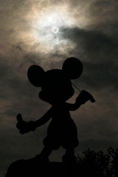 Golden ring solar eclipse in Tokyo Disney Land,Japan! 2012.05.21