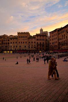 Un tramonto in Piazza del Campo a Siena Tuscany