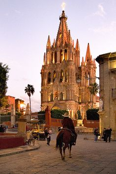 San Miguel de Allende is a city and municipality located in the far eastern part of the state of Guanajuato in central Mexico. Places To Travel, Places To See, Travel Destinations, Wonderful Places, Beautiful Places, Stunningly Beautiful, Places Around The World, Around The Worlds, Mexico Pictures
