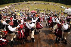 néptáncosok - Erdély ( Transylvania )  - hungarian folk    ...a hagyományőrző rendezvény a tánc, a népzene és az imádság ünnepe. Dance It Out, Folk Dance, Folk Costume, People Of The World, Budapest, Equestrian, The Outsiders, Dolores Park, The Past