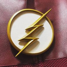 CW The Flash  chest resin emblem season 1 ,2,3,4 *ULTIMATE  VERSION !!* for your costume and cowl Supergirl And Flash, Dc Heroes, The Flash, Season 1, Cowl, Resin, Costume, Handmade Gifts, Dc Comics