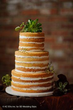 ネイキッド ケーキ、つまり、裸のケーキ。クリームやフロスティング無しでも十分美しい。飾らない、自然なカップルに向いてますね。