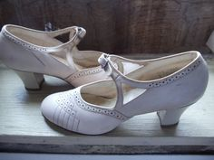 Antique Vintage Shoes  Vintage 1940's  Mary Jane Heels  Strap  Off White.