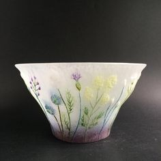 Paper Embroidery, Glass Design, Art And Architecture, Stained Glass, Glass Art, Objects, Delicate, Pottery, Ceramics