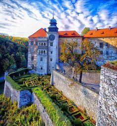 Pieskowa Skala Castle, Poland   http://studyfun.pl http://blog.studyfun.pl