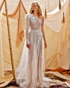 Boho Chic Wedding Dress, Wedding Dresses With Flowers, Glamorous Wedding, Bridal Dresses, Wedding Gowns, Bridal Collection, Dress Collection, Style Bobo Chic, Muse By Berta