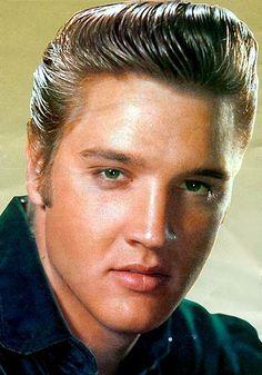 Elvis Presley Gallery, gallery of film posters and photo stills. Lisa Marie Presley, Priscilla Presley, Photos Du, Rare Photos, Elvis Presley Pictures, Young Elvis, Elvis Presley Young, Latest Albums, Graceland