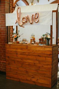 Dekoration | Tischdeko | Kupfer | rustikal | Hochzeit | Blumen | Kerzen | Eukalyptus | Copper | Weddingtable | Tischdekoration | Hochzeitsdeko | grau | peach | blush | Sweettable | Candybar | Holzscheibe