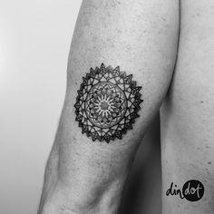 • Mandala • done in Malaga • Gracias Miguel!!!🙌🏼 ••• #dindondesigns #mandala #mandalaart #mandalove #ink #drawing #draw #art #blxckmandalas #illustration #instamandalas #mandalala #zen_dala #tattoofilter#beautiful_mandalas #heymandalas #featuregalaxy...