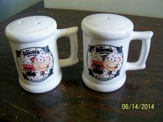 salt pepper shakers set knotts berry farm minnesota chicken hen bird ceramic s&p