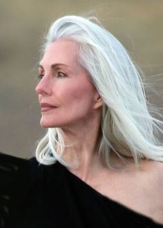 New Hair Color Grey Aging Gracefully Ideas Pelo Color Plata, Silver Haired Beauties, Silver White Hair, Salt And Pepper Hair, Long Gray Hair, Short White Hair, White Eyes, Brown Eyes, Ageless Beauty