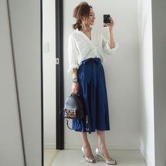 大人気インスタグラマー星玲奈さんも愛して止まないPLSTのアイテムを厳しい審美眼でセレクト&コーディネート、本人レクチャーでお届けする企画。今回は、最近お気に入りのキレイ色のスカート。買ってソンしない選び方をレクチャーします。 Office Outfits, Chic Outfits, Smart Casual Wear, Summer Fun, Midi Skirt, High Waisted Skirt, Personal Style, Celebrity Style, Celebs