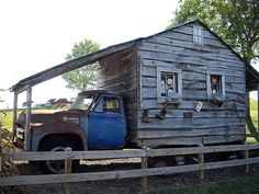 This mobile home. | 20 Of The Best Redneck Repair Jobs
