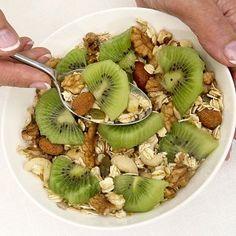 Cereales, kiwi y pasas.