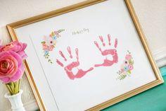 #MothersDay Free Printable Handprint Keepsake - simply print and add handprints for an adorable keepsake for Mom or Grandma!