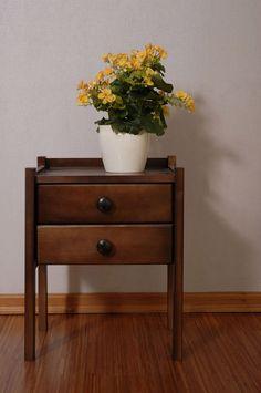Dřevěný noční stolek IDA borovice masiv odstín ořech