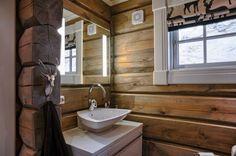 """""""LATLAFT"""" er et familieeiet selskap som startet på veien mot erfaring og kompetanse i tømmer-hytte markedet i 2001 . I løpet av disse årene har selskapet vokst til å bli et av de ledende på markedet, kjent for topp kvalitet og godt omdømme. Dette er bevist gjenom de 240 tømmer-hyttene levert til kunder som er villige til å dele deres erfaring og gi positive referanser . For at kundene skal... Wooden Windows, Wooden Doors, Windows And Doors, Timber Logs, Chalet Style, Cabin Interiors, Interior Decorating, Interior Design, Wooden House"""