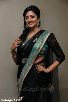 Beautiful Girl Indian, Beautiful Indian Actress, Beauty Full Girl, Beauty Women, Wedding Saree Blouse Designs, South Indian Actress Hot, Bollywood Girls, Tamil Actress Photos, Beautiful Bollywood Actress