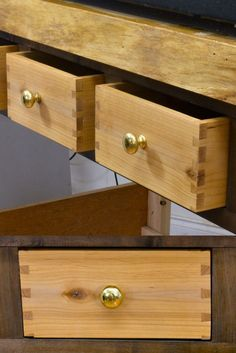Easy Dovetail Drawers with a Wood Router Jig.